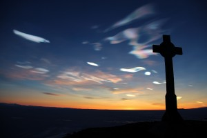 HSM-19_George_Vince's_Cross_with_nacreous_clouds-1200x800