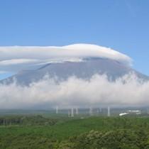 Cap cloud เหนือภูเขาไฟฟูจิ