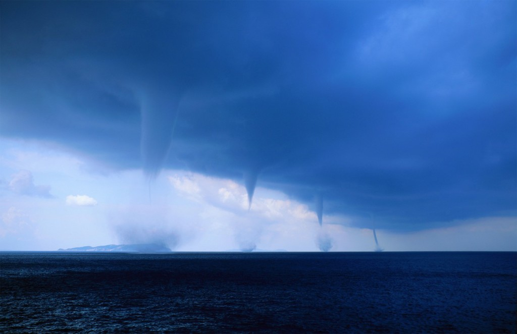 Multiple_Waterspouts-Roberto_Giudici